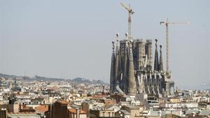 Els sis cimboris de la Sagrada Família ja superen els 100 metres d'altura