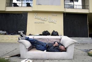 El sector de Skid Row, en el centro de la ciudad y donde se concentra al mayor número de personas sin hogar.