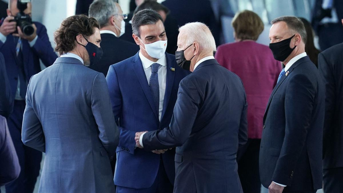 El presidente del Gobierno, Pedro Sánchez, y el presidente de EEUU, Joe Biden, durante la cumbre de la OTAN en Bruselas, este 13 de junio.