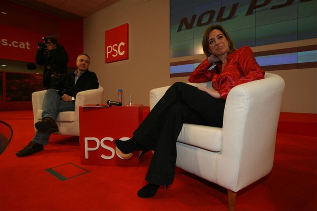 Carme Chacón y Pere Navarro, en la sede del PSC.