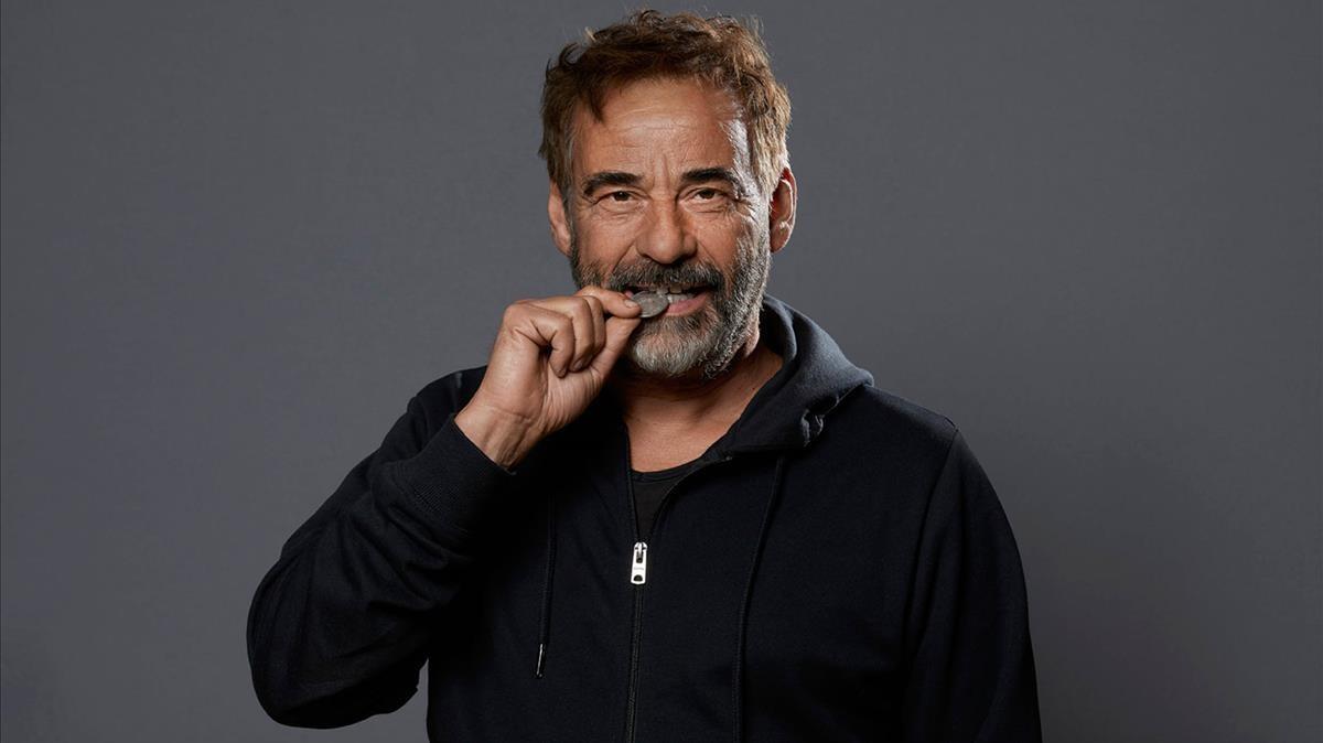 El actor Eduard Fernández, en una foto promocional de la serie '30 monedas'.