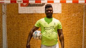 Yacouba Conde,uno de los participantes del proyecto sociodeportivo de Street Soccer Barcelona.