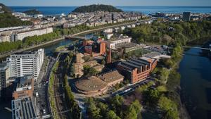 La escuela de negocios de la Universidad de Deusto cuenta con centros en San Sebastián, Bilbao y Madrid.