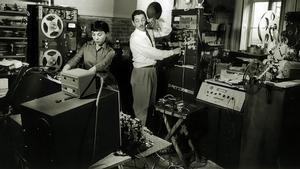 Bebe y Louis Barron, en su laboratorio de experimentación musical.