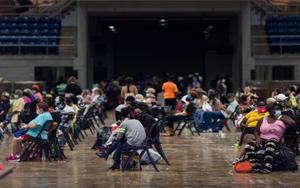 Habilitan refugios en los EEUU ante la llegada del huracán Laura.