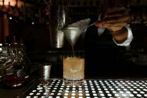 Preparación de Butter & Jam, de P41 Bar, la coctelería del Hotel Arts.