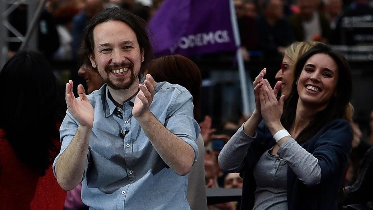 Las bases de Podemos votan por un Gobierno de coalición. En la foto, Pablo Iglesias e Irene Montero.