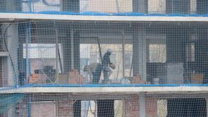 El Govern suspende su obra pública. En la foto, trabajos en un edificio cerca de la plaza de las Glòries.