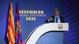 Joan Laporta se dirige a los asistentes en la segunda parte de la asamblea.