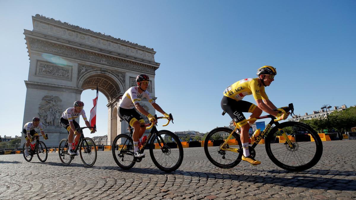 Pogacar comença a col·leccionar Tours de França