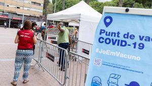 Punto de vacunación móvil en Ciutat Meridiana.