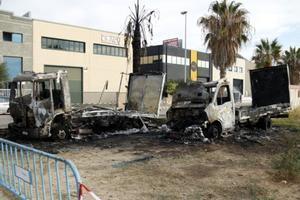 Los dos vehículos que han quedado carbonizados en Vilassar de Mar.
