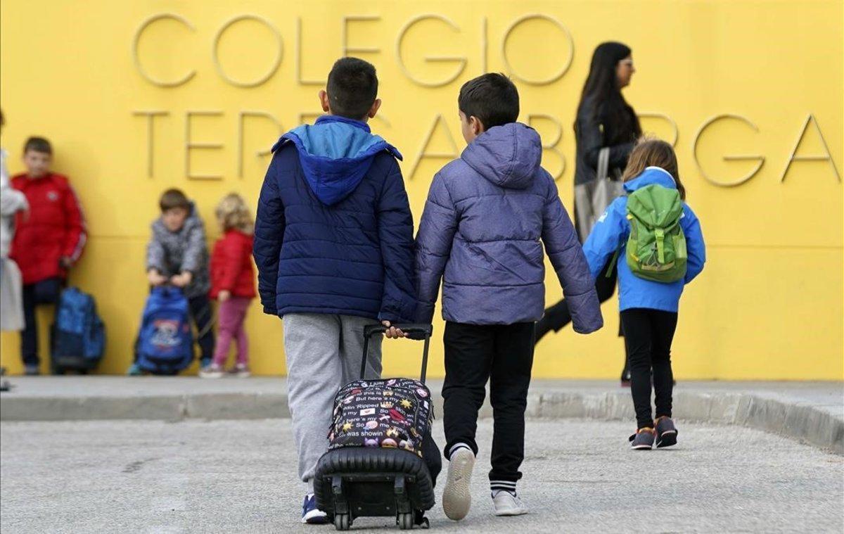 Els professors de Madrid hauran d'anar a les escoles per exercir la docència 'online'