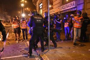 Policía Nacional en los disturbios por la sentencia del 'procés'.