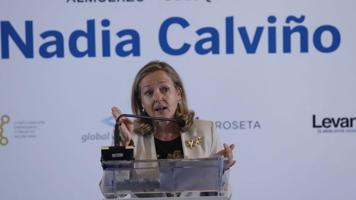 Calviño arremete contra Casado por sus críticas al Gobierno durante un acto con el PPE
