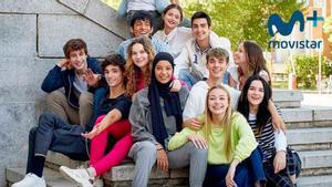 Las protagonistas, con Hajar Brown en el centro, y el resto de actores y actrices de 'Skam España'.