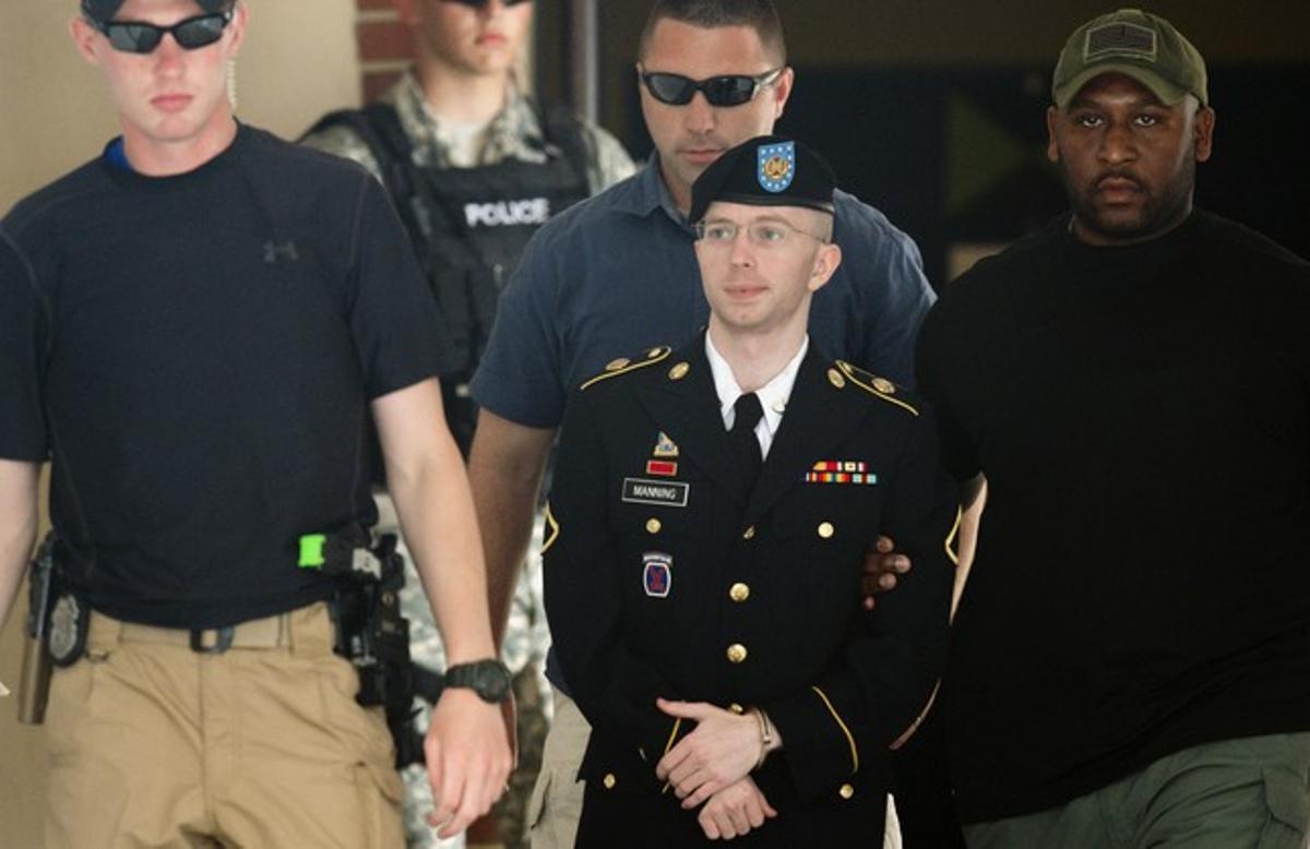 El soldado Bradley Manning tras la última sesión del juicio.