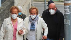 Trillizos de 82 años vacunados en Galicia.