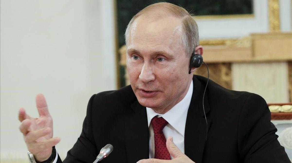 El presidente ruso, Vladimir Putin, durante su entrevista con los presidentes de 10 grandes agencias de prensa internacionales.