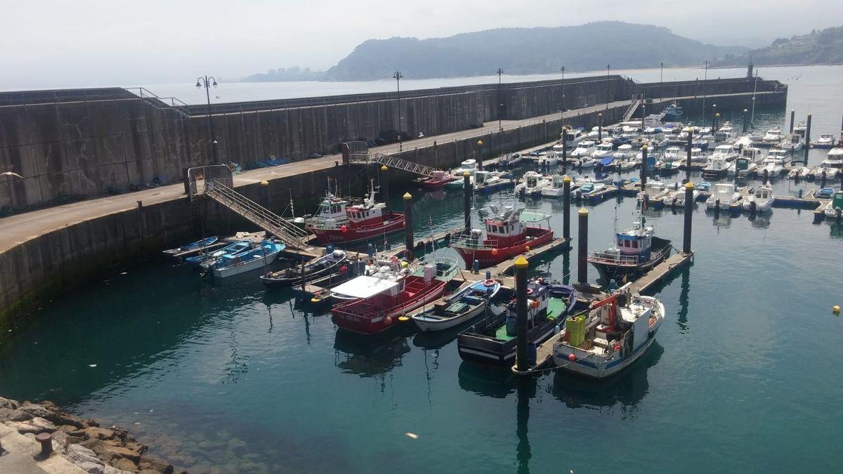 Imagen de archivo de barcos de pesca.