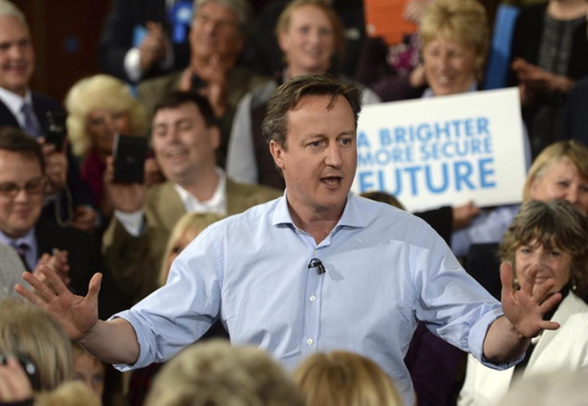 El líder conservador y primer ministro británico, David Cameron, participa en un acto de campaña en Saint Ives, Reino Unido
