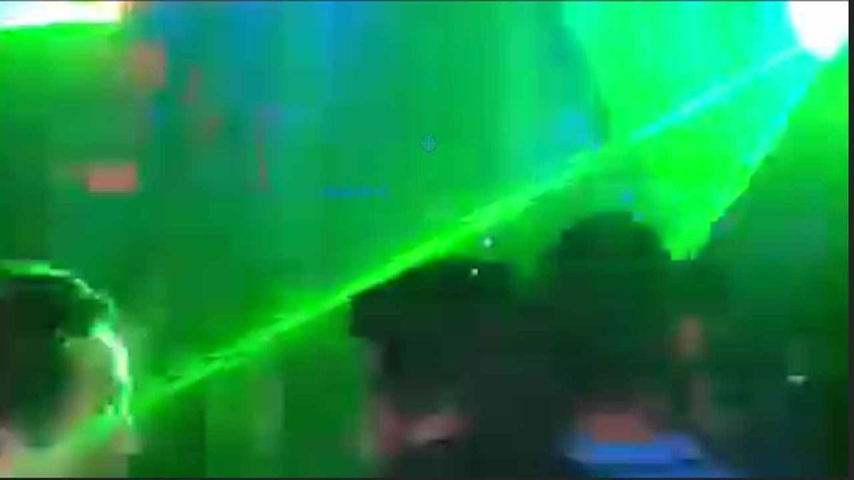 Vídeo del momento en que el joven pierde la visión de un ojopor el láser.