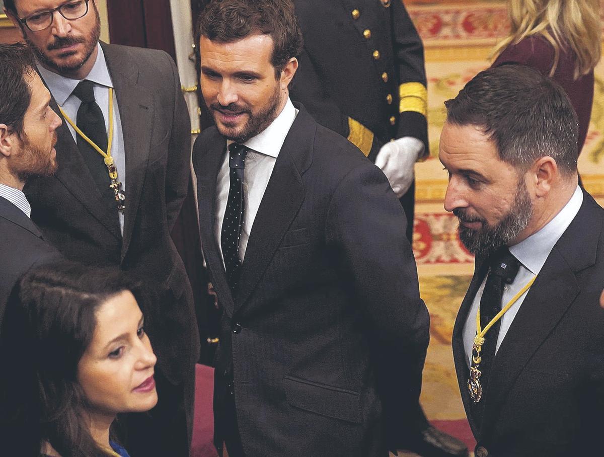 Pablo Casado, en el centro, junto a Santiago Abascal (a la derecha de la foto) e Inés Arrimadas, en febrero de 2020 en la apertura solemne de la XIV legislatura.