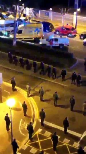 Emotiu homenatge en ple carrer al cap dels GAR mort pel coronavirus