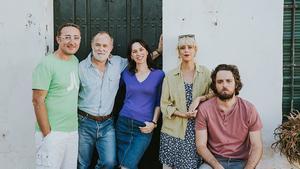 TudorGiurgiu (izquierda), con los actores de 'Parking'.