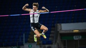 Sweden Armand Duplantis clears 6 15m to set a new Men s pole vault world record during the IAAF Diamond League competition on September 17  2020 at the Olympic stadium in Rome  - Swedish pole vault star Armand Duplantis eclipsed Ukrainian legend Sergey Bubka s 26-year mark  setting a outdoor new pole vault world record of 6 15m at the Diamond League meeting in Rome on September 17  2020  (Photo by ANDREAS SOLARO   AFP)