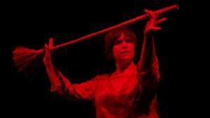 '200.000 dones' nos ofrece una perspectiva diferente de las denominadas brujas.