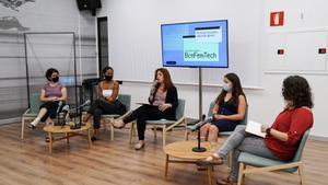 Xarxa de dones BCN Fem Tech per combatre la fractura digital de gènere a la ciutat
