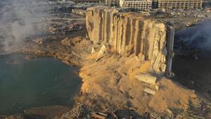 Vista de dron del almacén de Beirut que contenía el nitrato de amonio, este miércoles, el día después de la explosión.