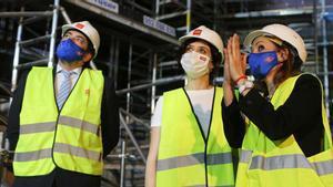 Isabel Díaz Ayuso y David Pérez, durante una visita a las obras de remodelación y mejora de la estación de Metro de Gran Vía, en Madrid.