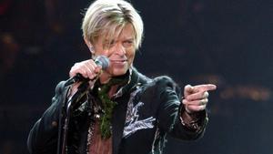 David Bowie, durante un concierto en Hamburgo, en octubre del 2003