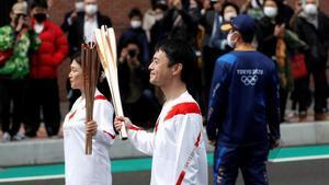 Relevo de la antorcha olímpica de los Juegos Olímpicos de Tokyo, en Fukushima, el 26 de marzo.