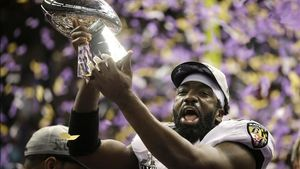 Ed Reed, de los Baltimore Ravens, celebra la victoria en la Super Bowl.