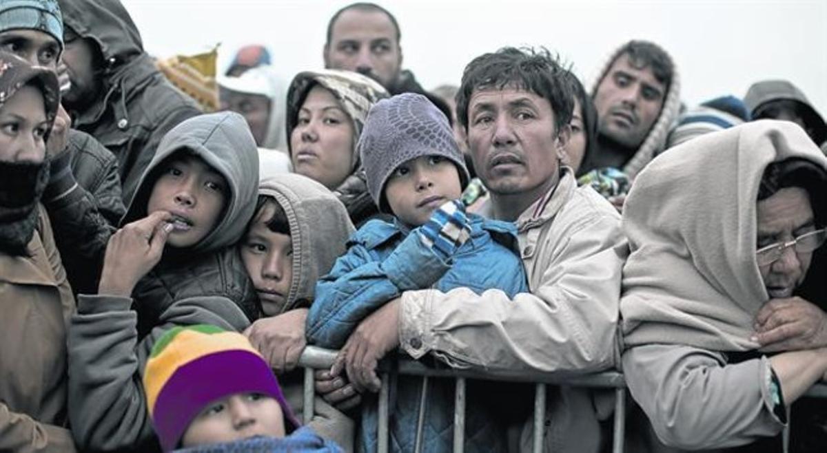 la ruta. El precariomapa dibujadoen una caja de cartón marca el recorrido del eurodiputado Javi Lópezen la zona de conflicto.