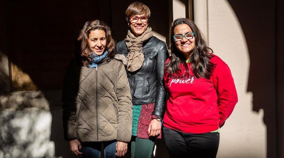 Tres noies amb discapacitat intel·lectual, les primeres auxiliars de monitor adaptat