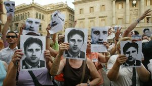 Homenaje a Miguel Ángel Blanco en la plaza Sant Jaume de Barcelona el 12 de julio del 2006, 9 años después del asesinato del concejal de Ermua.