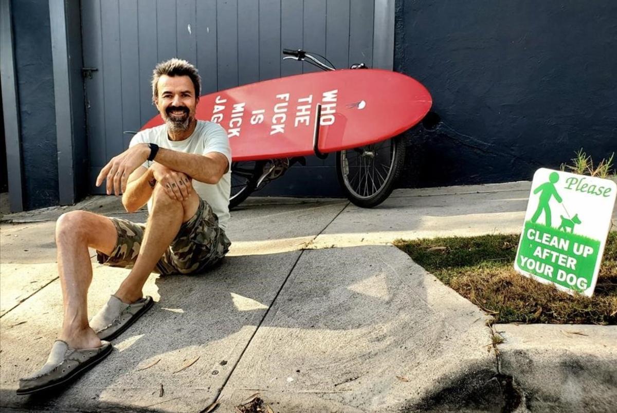 Pau Donés, amante del surf en su etapa californiana.
