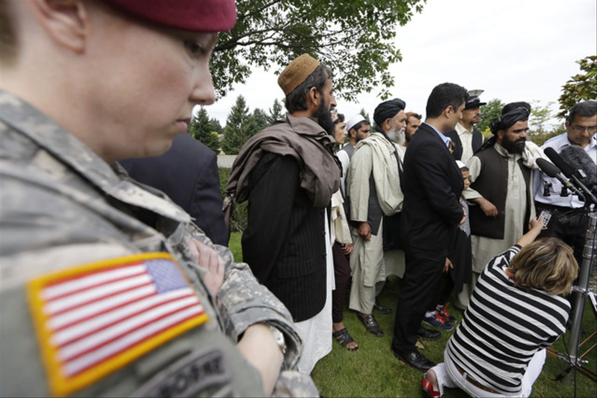 Un soldado ante los afganos testigos de la matanza de Robert Bales.