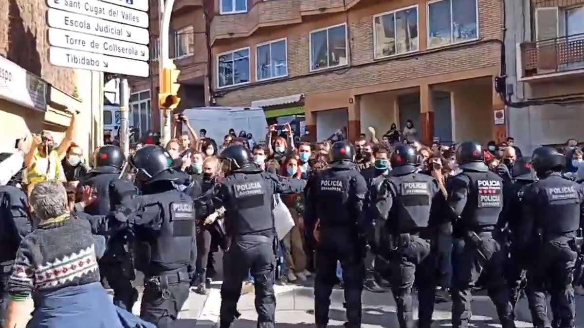 Actuación policial para desalojar la Casa Buenos Aires.