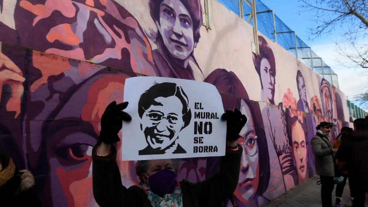 El mural feminista de Madrid vuelve a relucir
