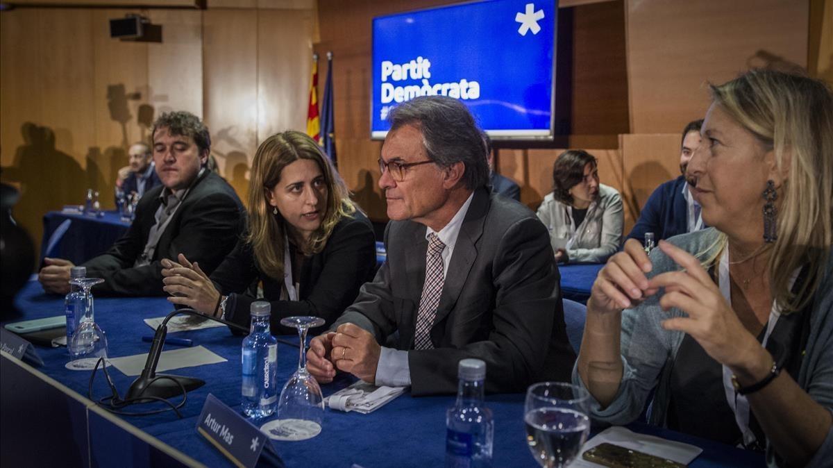 El expresidente de la Generalitat Artur Mas y la coordinadora general del PDECat, Marta Pascal, este miércoles, en el consejo nacional del partido.