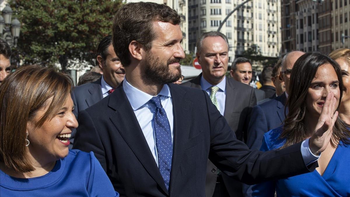 Pablo Casado durante la procesion civica del 9 de Octubre en Valencia.