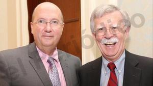 El dirigente de VoxRafael Bardají y el consejero de seguridad nacional de EEUU, John Bolton, el pasado noviembre en el Capitolio