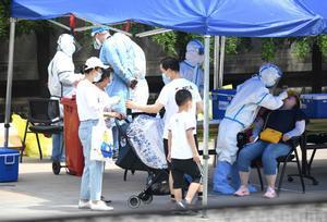 Pruebas masivas de covid-19 en Pekín, tras el nuevo brote detectado en la ciudad.