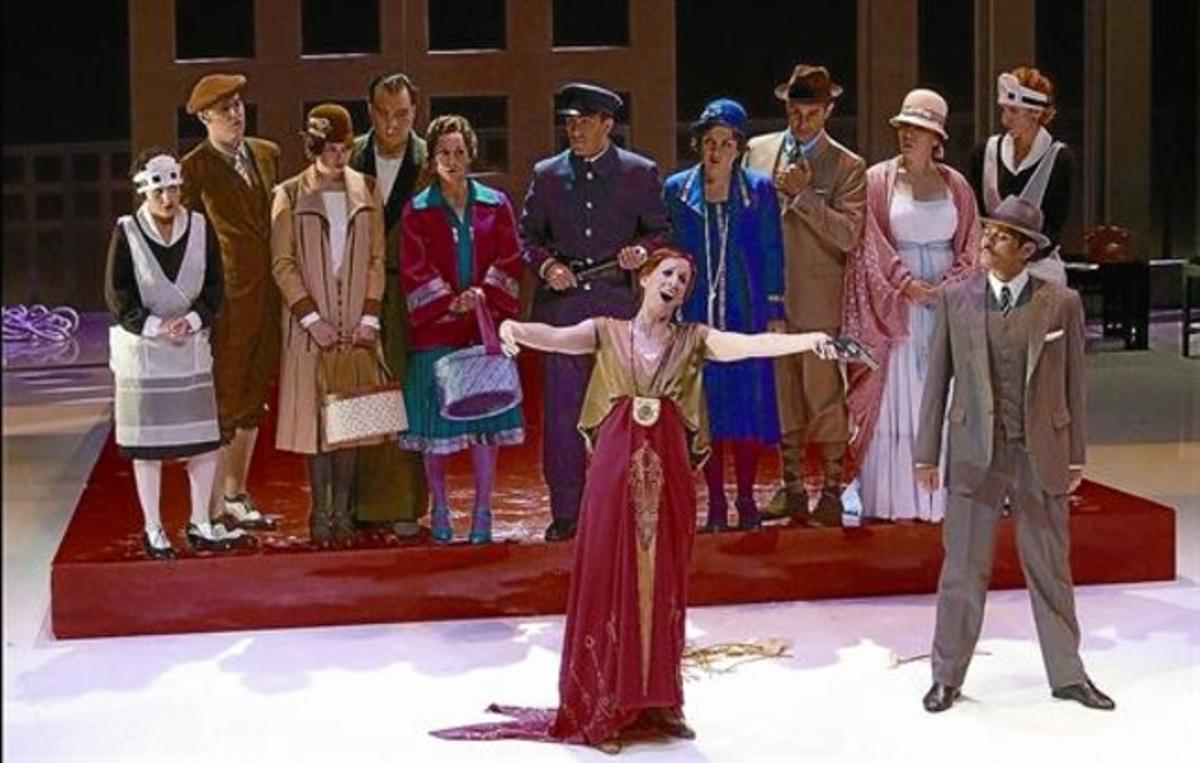 Un momento de la ópera de Gian Carlo Menotti 'Amelia al ballo', que el cantante ha dirigido desde el foso del Palau de les Arts de Valencia.