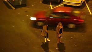 Unas prostitutas en una calle de Barcelona.